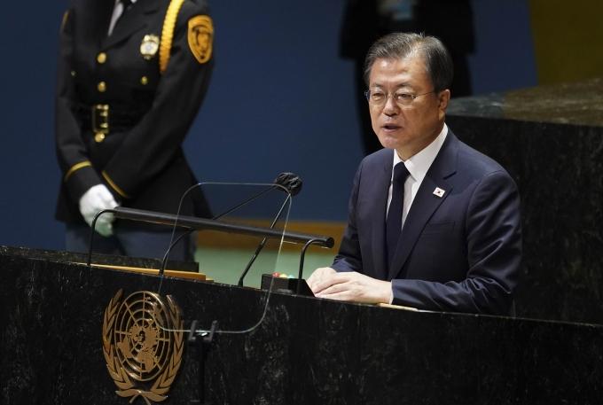 문재인 대통령이 유엔 총회 기조연설에서 제안한 '종전선언'에 대해 미국이 직접적인 언급을 피했다. 사진은 문 대통령이 지난 21일(현지시각) 미국 뉴욕 유엔 총회장에서 기조연설을 하고 있는 모습. /사진=뉴시스