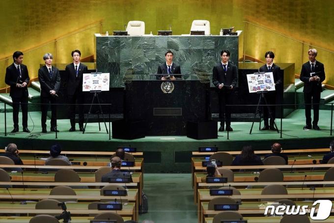 그룹 방탄소년단(BTS) RM이 지난 20일(현지시간) 뉴욕 유엔본부에서 열린 제76차 유엔 총회 SDG Moment(지속가능발전목표 고위급회의) 개회 세션에서 발언하고 있다. (청와대 페이스북) 2021.9.21/뉴스1