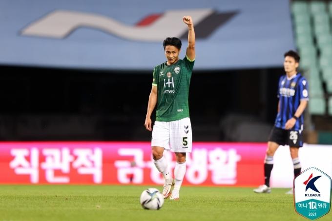 강력한 프리킥 결승골을 터트린 전북 백승호. (한국프로축구연맹 제공) © 뉴스1
