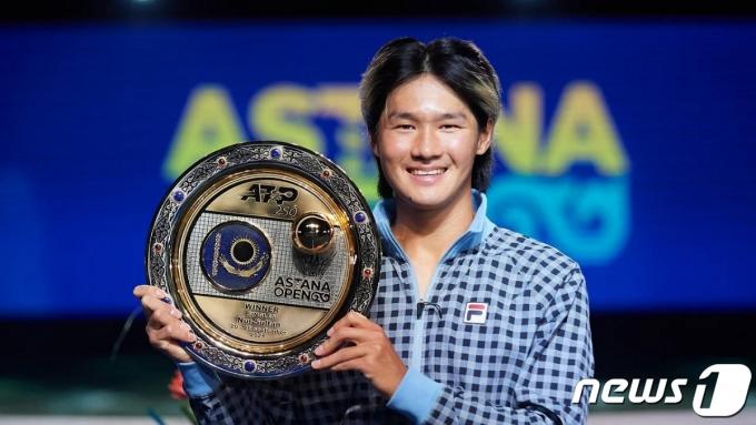 [사진] 권순우, 18년 만에 남자 테니스 투어 우승 쾌거