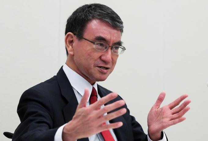 일본의 총리를 결정할 집권 자민당 총재 선거가 결선 투표에서 승부가 가려질 가능성이 크다는 분석이 나왔다. 사진은 지난 16일 일본 도쿄에서 열린 기자회견에 참석한 고노 다로 일본 행정개혁 담당상. /사진=로이터