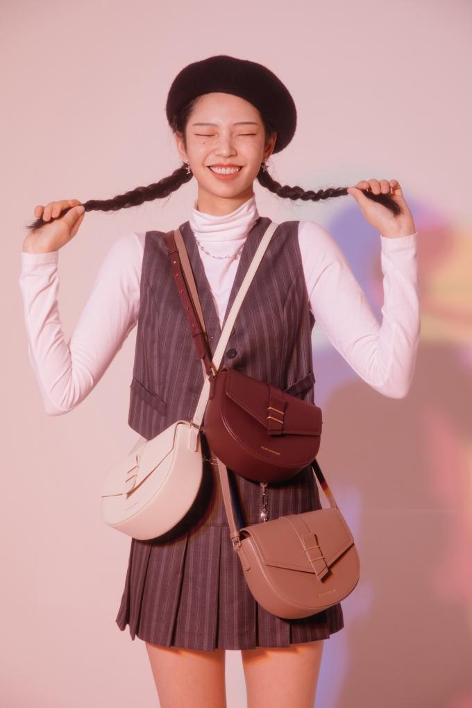 질바이질스튜어트(JILL BY JILLSTUART)'가 가상 인플루언서 '로지(ROZY)'를 가방 라인의 전속모델로 발탁했다. 사진은 '로지'의 모습. /사진제공=LF