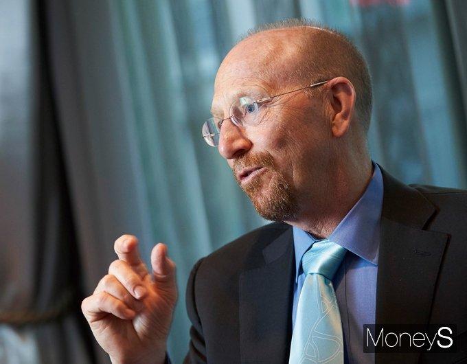 리처드 볼드윈 스위스 제네바 국제경제대학원(GIIDS) 국제경제학 교수는 코로나19 위기 속에 한국 바이오산업에 주목해야 한다고 조언했다. /사진제공=리처드 볼드윈