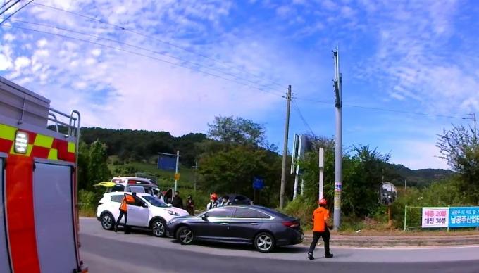 '일어나세요' 의식 잃고 중앙선 넘어오는 운전자 살렸다