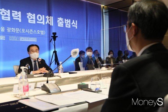 [머니S포토] 문승욱 장관, 반도체 연대와 협력 협의체 참석