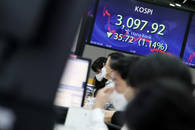 주식가치 낮아지나… IPO·유증 휩쓴 시장 '주목할 종목'