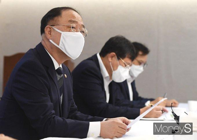 [머니S포토] 부동산시장 점검 관계장관회의에서 발언하는 홍남기 부총리