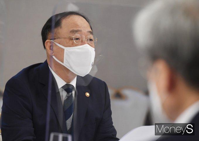 [머니S포토] 부동산시장 점검 관계장관회의, 발언하는 홍남기