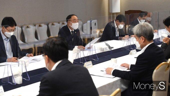 [머니S포토] 부동산시장 점검 관계장관회의 개최