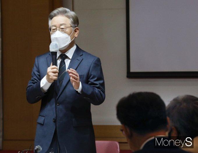 [머니S포토] 개발이익 환수 법제화 토론, 이재명 지사의 축사