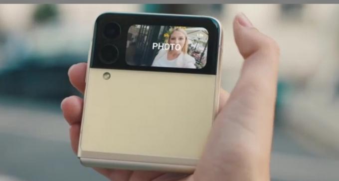 삼성전자는 3세대 폴더블폰의 국내 판매량이 정식 출시 39일만인 지난 4일 100만대를 돌파했다고 6일 밝혔다. /사진제공=삼성전자