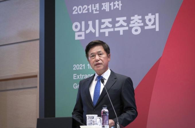 박정호 SK텔레콤 CEO가 12일 본사 T타워 수펙스홀에서 열린 임시주주총회에서 발언하고 있다. /사진제공=SK텔레콤