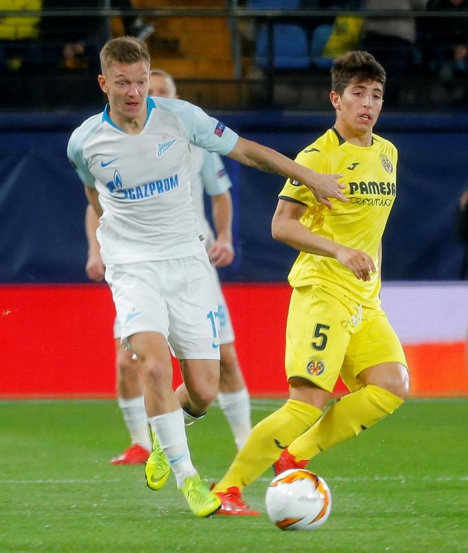 러시아 매체 스포츠 비즈니즈 가제타는 14일(이하 한국시각) 2020-21시즌에 올렉 샤토프가 루빈 카잔의 핵심 선수였지만 올 시즌에는 스쿼드에서 이탈됐다고 전했다. 사진은 지난 2019년 유럽축구연맹(UEFA) 챔피언스리그 경기에 출전한 샤토프(왼쪽). /사진= 로이터