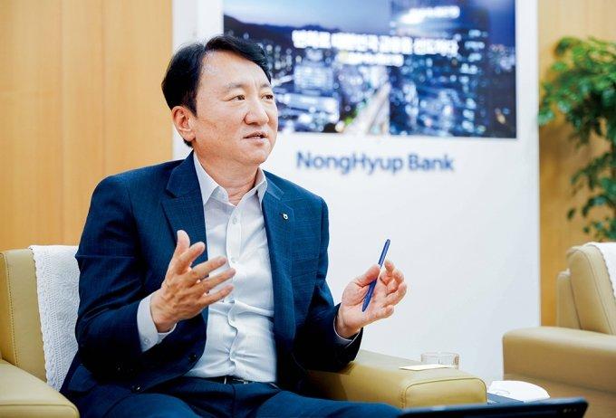 """권준학 농협은행장 """"고강도 가계대출 규제 속 기업금융 확대 '올인'"""""""
