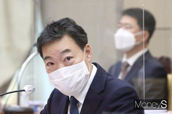 [머니S포토] 대장동 사건 수사 관련 질의 답하는 대검 '김오수'