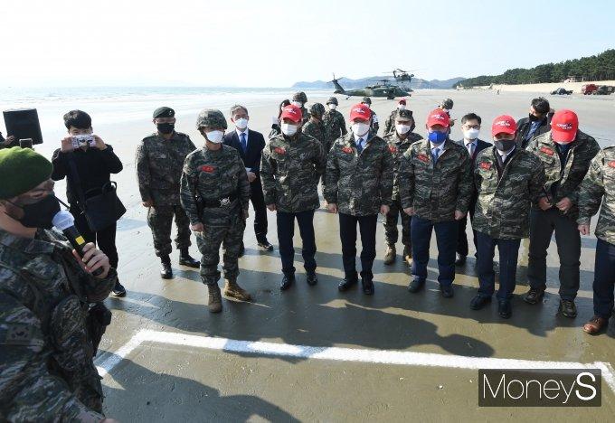 [머니S포토] 해병대 제6여단 국정감사 현장점검