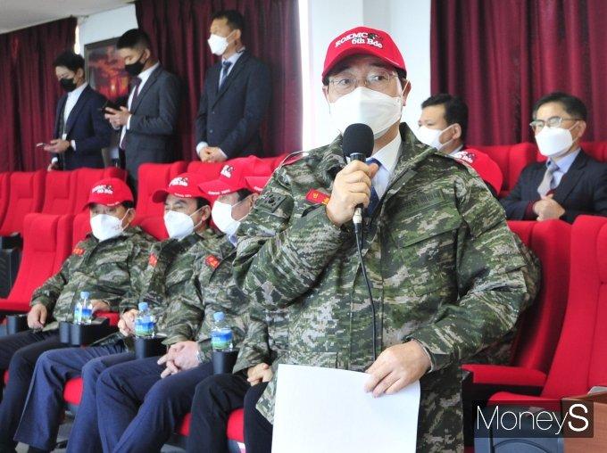 [머니S포토] 해병대 현장점검에서 인사말 하는 민홍철 국방위원장