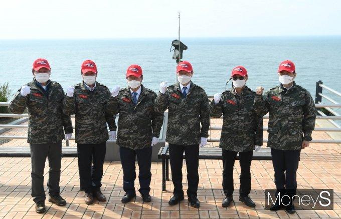 [머니S포토] 국회 국방위, 천안함 피격사건 장소 방문