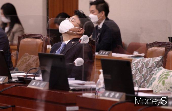 [머니S포토] '아들 노엘 검찰 송치' 고심하는 장제원