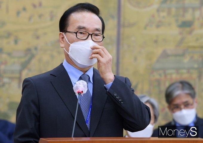 [머니S포토] 2021 국감, 업무보고하는 이석현 언중위원장