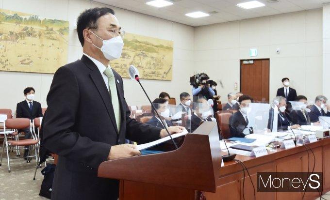 [머니S포토] 2021 교육위 국감, 업무보고하는 차정인 부산대 총장