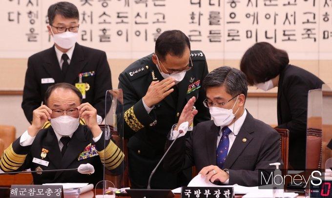 [머니S포토] 남영신 육군참모총장과 거수경례 하는 서욱 장관