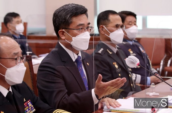 [머니S포토] '2021 국감' 질의 답변하는 서욱 장관