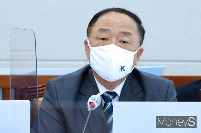 """[머니S포토] 홍남기 """"양도세 이미 국회 계류… 11월 조세소위 논의될 것"""""""