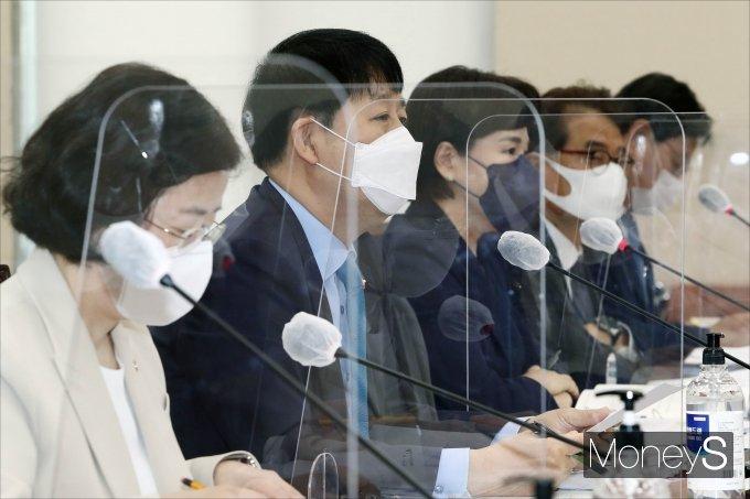 [머니S포토] 구윤철 국무조정실장, 2021년도 종합국정감사 출석