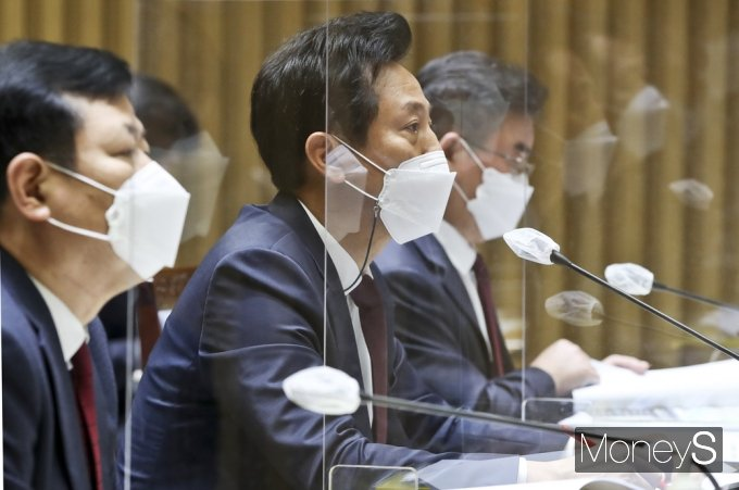 [머니S포토] 국토위 국감, 질의 답변하는 오세훈 시장