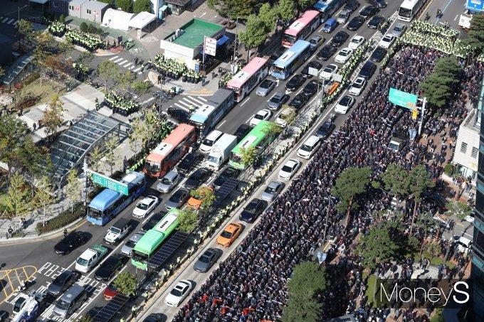 [머니S포토] 민주노총 기습 집회…'서대문 일대 교통마비'