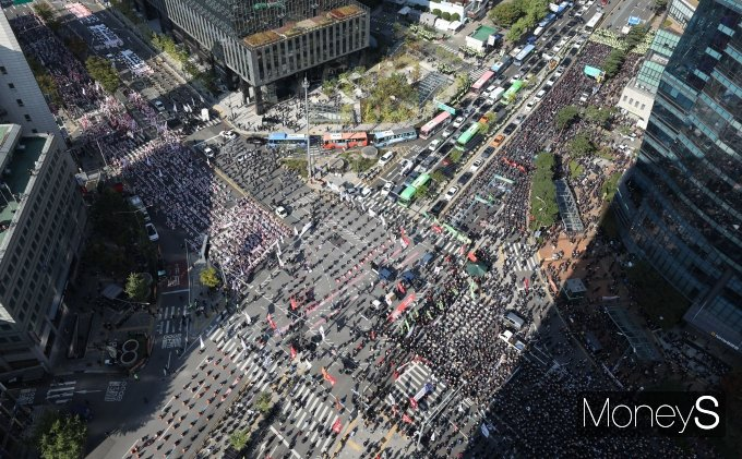 [머니S포토] 민주노총 집결…마비된 서대문역 사거리