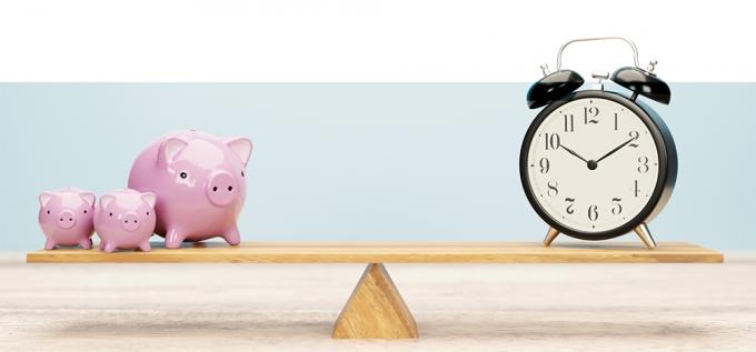 [머니vs머니] 저축은행 예금통장, '고금리 사수' vs '금리인상 대비'