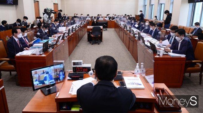[머니S포토] 국회 기재위, 기재부·한국은행 등 2021년도 종합감사