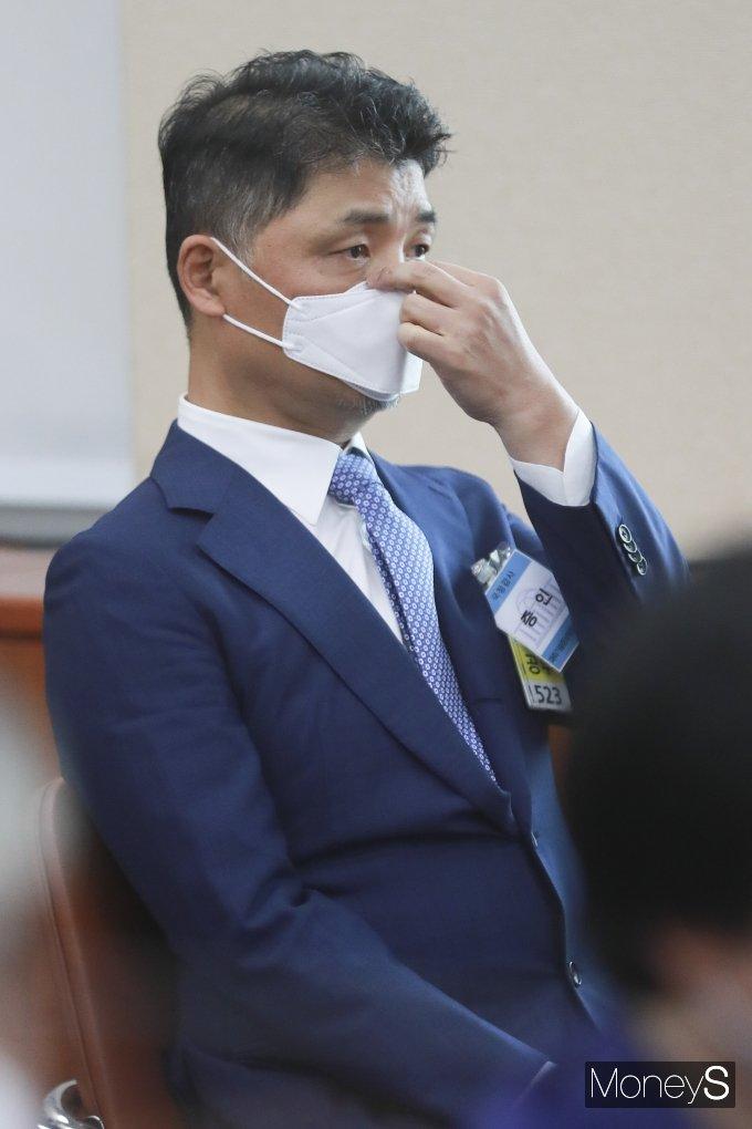 [머니S포토] 과방위 종합감사 출석한 김범수 카카오 의장