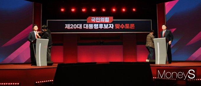 [머니S포토] 2차 맞수토론 앞둔 유승민·윤석열