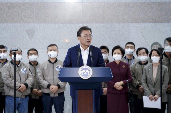 """탁현민, 누리호 과학자 '병풍' 보도에 """"악마같은 기사"""""""