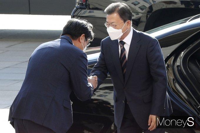[머니S포토] 시정연설 차 국회 방문한 문재인 대통령