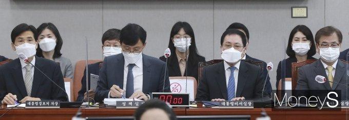 [머니S포토] 국감 출석한 靑 참모진