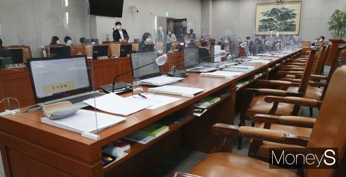 [머니S포토] 감사 중지된 2021 국회 운영위 국감