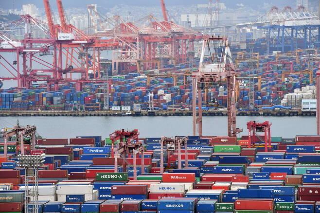 299일 만에 무역 1조달러 돌파… 역대 최대기록 보인다
