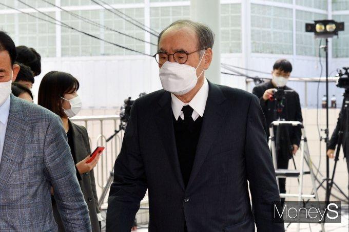 [머니S포토] 노태우 전 대통령 빈소 찾은 이홍구 전 총리