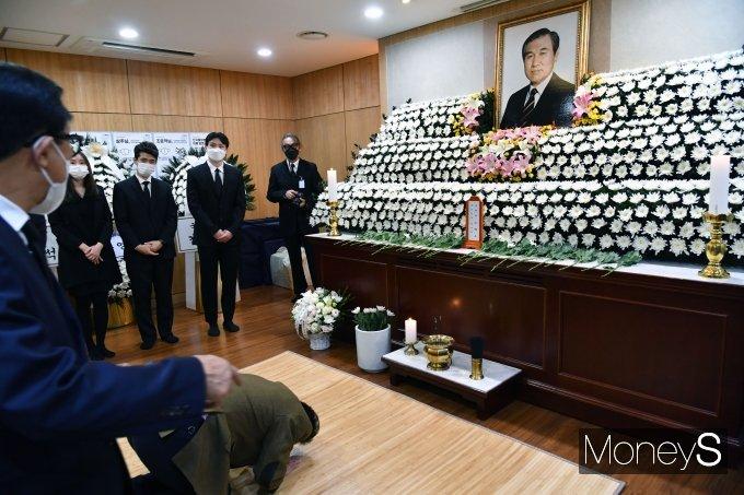 [머니S포토] 서울대병원 장례식장에 마련된 故 노태우 전 대통령 빈소
