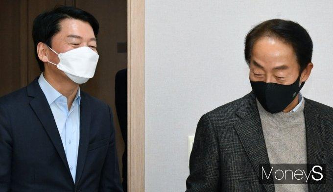 [머니S포토] 대권행보 가동, 꿈틀대는 잠룡 '안철수' 김영삼도사관 방문
