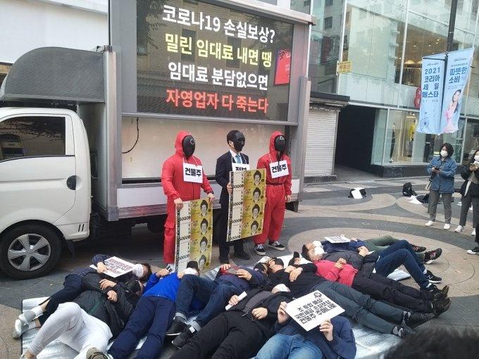 """""""정부 손실보상 2.4조 임대인만 수혜""""… 소상공인단체, 임대료 분담 촉구"""