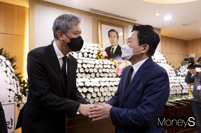 [머니S포토] 노태우 전 대통령 빈소 조문한 원희룡