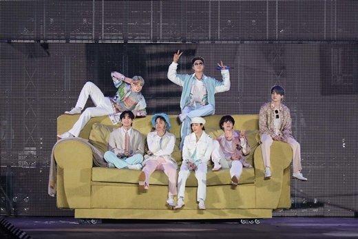 """英 NME """"BTS 능력 재확인""""… 방탄소년단 온라인 콘서트 극찬"""