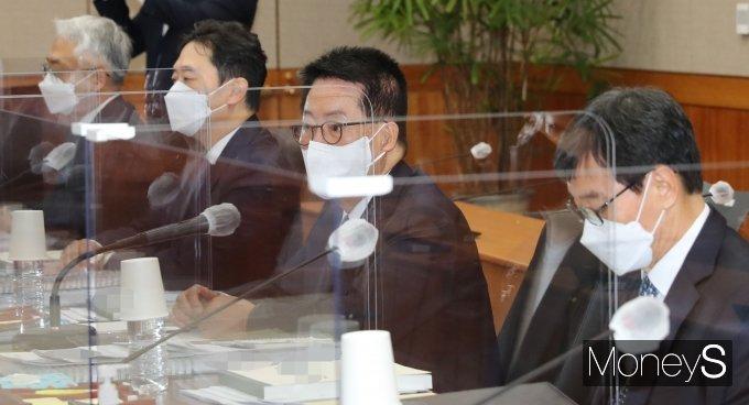 [머니S포토] 2021 국감 출석한 박지원 국가정보원장