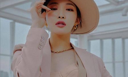 청하, 란제리 입고 포즈…'파격' 컴백 포스터