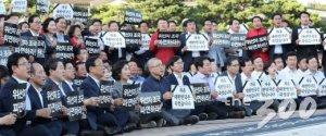 한국당, 연일 촛불 집회…'조국 파면' 촉구
